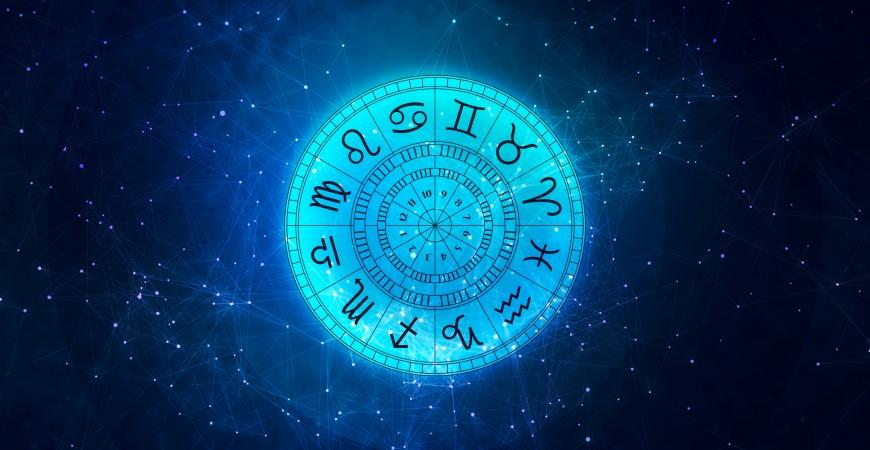 Wierzyć, czy nie, każdy znak zodiaku ma przypisane odpowiednie kolory, kamienie, kwiaty, a nawet zapachy…