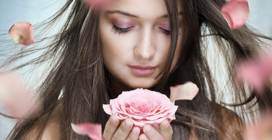 Piękno, młodość, miłość, harmonia duszy i ciała zamknięte w RÓŻY DAMASCEŃSKIEJ...