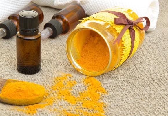 13 powodów, dla których warto używać olejku z kurkumy